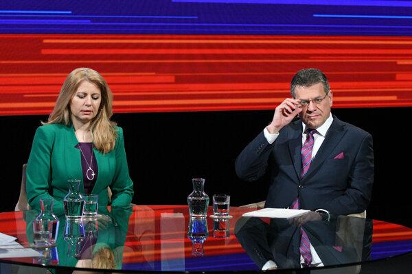 Zľava: kandidáti na prezidenta Zuzana Čaputová a Maroš Šefčovič počas televíznej relácie Prezidentské voľby 2019 - diskusia s dvoma kandidátmi postupujúcimi do druhého kola voľby prezidenta Slovenskej republiky 2019, vysielanej RTVS.