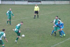 Martin Letko si spracováva loptu a strieľa víťazný gól svojho mužstva