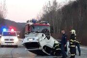 Prevrátené auto pri Košickej Belej.