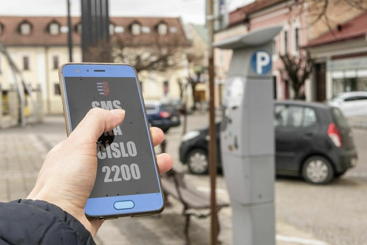 383fb828f Parkovať cez SMS sa dá už aj v Brezne - SME | MY Banská Bystrica
