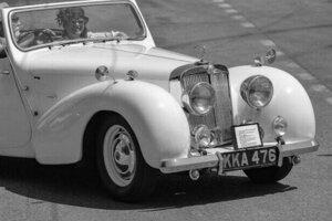 Triumph Roadster model 2000 (1949) v Bratislave s volantom vpravo.