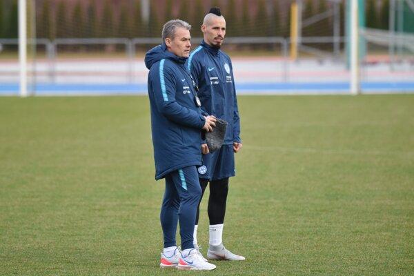 Tréner Pavel Hapal a Marek Hamšík počas tréningu.