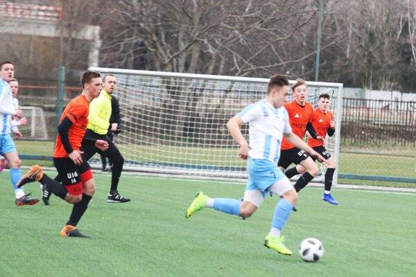 S loptou Oliver Slavkay, autor prvého gólu v zápase.