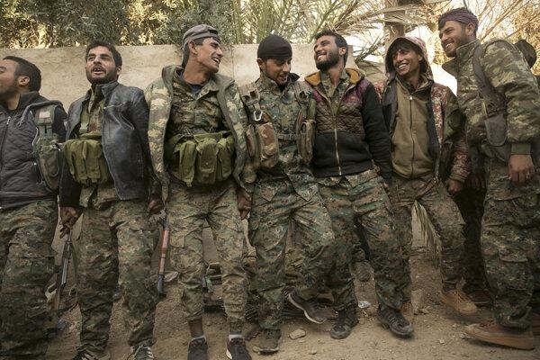 Príslušníci sýrskych demokratických síl (SDF)