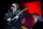 Spevák a gitarista britskej rockovej skupiny The Cure Robert Smith.
