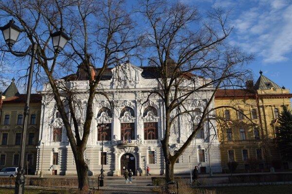 Bývalý župný dom v Rimavskej Sobote. Miesto, kde sa konajú mestské zastupiteľstvá.