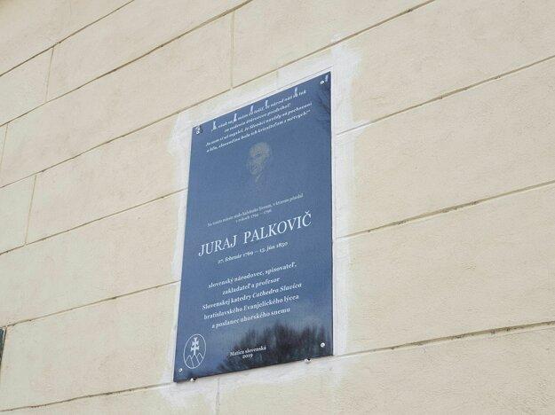 Pamätná tabuľa venovaná Jurajovi Palkovičovi.