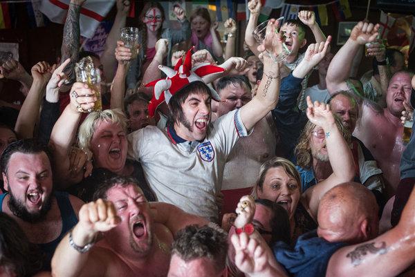 Na rozdiel od starších filmov Borat, Brüno či Diktátor chýba vGrimsby vážnejší podtón satiry či spoločenskej kritiky, ktorý by Cohenov drsný humor zdôvodňoval.