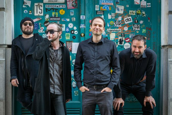Korben Dallas vydávajú po dvoch rokoch nový album Bazén.