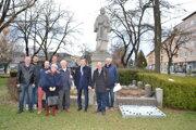 Účastníci spomienky na Sviečkovú manifestáciu.