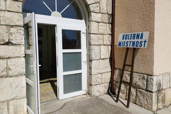 V Markušovciach sú tri volebné miestnosti, všetky v základnej škole.
