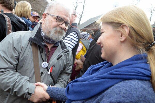 Zuzana Čaputová počas rodinnej prechádzky na Sitno v rámci záverečného podujatia prezidentskej kampane.