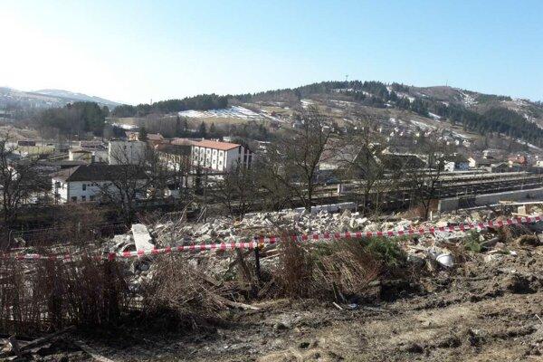 Zhotoviteľ úseku D3 Čadca, Bukov – Svrčinovec pristúpil 26. februára k demolácii nehnuteľnosti vo vlastníctve Národnej diaľničnej spoločnosti. Nasledoval ďalší súd.