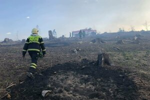 Pri včerajších požiaroch zasahovali aj hasiči z Korne.