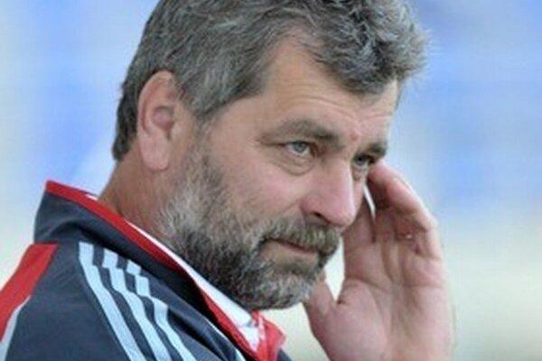 Tréner Ružinej Anton Jánoš. Jeho zverenci sú aktuálne lídrom Tipos III. ligy Východ.