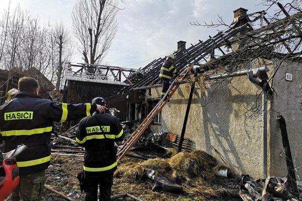Hasiči včera zasahovali pri požiari rodinného domu v Skalitom.