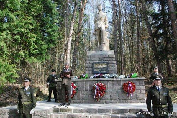 Tepličania si pripomenuli 74. výročie oslobodenia mesta.