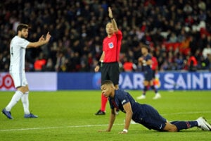 Momentka zo zápasu Paríž Saint-Germain - Štrasburg.