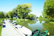 Baťov kanál je veľkou turistickou atrakciou územia.