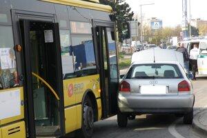 Nehoda autobusu v Prievidzi.