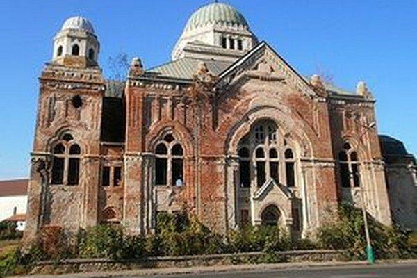 Lučeneckú synagógu postavili v rokoch 1924-25.