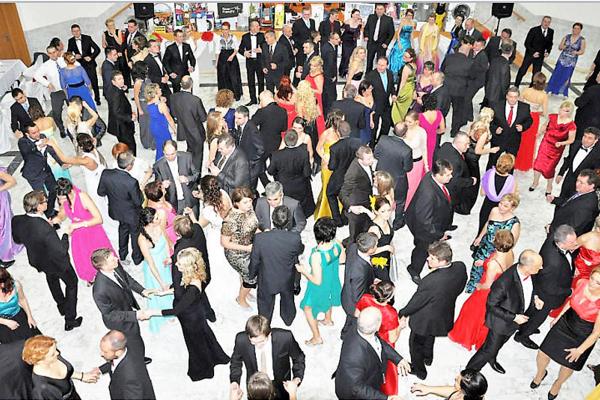 Ku svadbám a plesom patrí aj tanec, na ktorý treba vhodný priestor.
