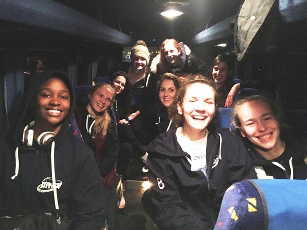 Nitrianske úsmevy v autobuse.