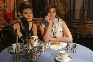 Čaj o piatej s voskovou herečkou Audrey Hepburnovou.
