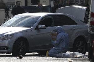 Pri incidente, ktorý sa odohral v luxusnej západolondýnskej štvrti Holland Park, nikto neutrpel zranenia.