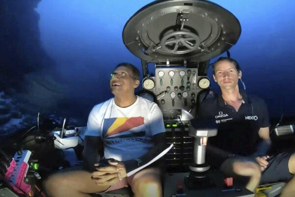 Faure (vľavo) predniesol vôbec prvý naživo prenášaný podmorský prejav.