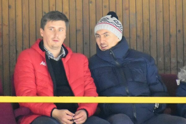 Prezident HC Topoľčany Ervín Mik v debate s Miroslavom Šatanom.