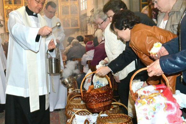 Posvätenie veľkonočných jedál v Dóme sv. Alžbety.