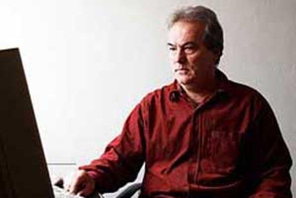Predseda petičného výboru Pavol Rapco tvrdí, že absencia spomínanej cesty sa podpísala pod vysokú nezamestnanosť nielen v Novohrade a na Gemeri.