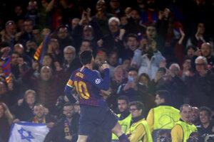 Messi oslavuje druhý gól do siete Manchestru United.