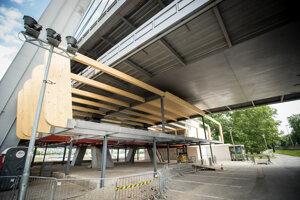 Stavba pod mostom SNP.