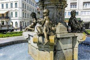 Ganymedova fontána na Hviezdoslavovom námestí pred historickou budovou Slovenského národného divadla.