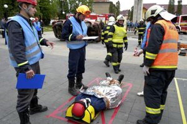 Za nesprávne kroky strhli rozhodcovia hasičom body.