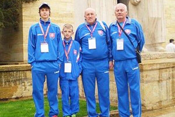 Farby Slovenska v Ankare hájili len dvaja bočisti - Mário Šnúrik (prvý vľavo) a Tomáš Štolc (druhý zľava). Do Turecka s nimi vycestovali Ján Macko a Ondrej Garaj.
