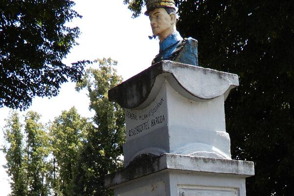 Busta Štefánika nebola pôvodne namaľovaná. Po novom ani nebude.
