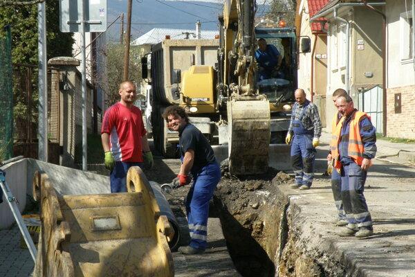 Pre budovanie kanalizácie treba počítať aj s dopravnými obmedzeniami.