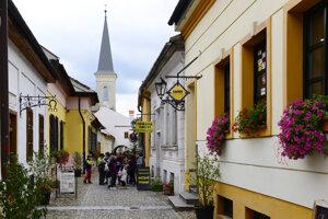 Hrnčiarsku ulicu mnohí poznajú pod označením Ulička remesiel.