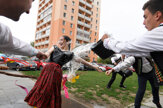 Folkloristi zo Železiara svoje dievčatá obliali aj vyšibali