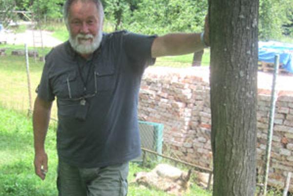 Milan Gáfrik býva v Gregorovej Vieske osem rokov. Ovce mu skántril medveď.