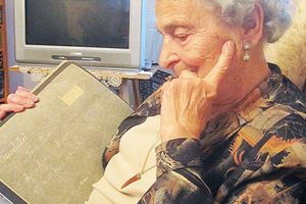 Pani Ilonka Tamásová srší optimizmom, stále je vitálna a rada sa smeje.