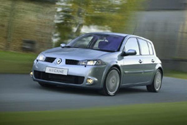 Pri výbere auta ovplyvňuje zákazníka pomer ceny a výbavy, ale aj referencie o značke, predajcovi a servise.