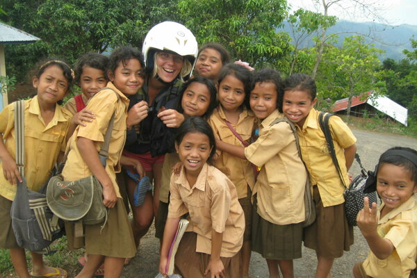 Návšteva miestnej školy vIndonézii.