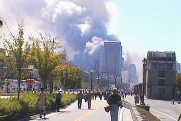 V troskách Dvojičiek Svetového obchodného centra zahynuli stovky ľudí.