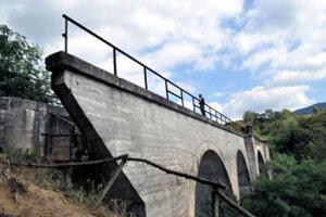 Mníšanský viadukt je súčasťou lokality, kde sa každoročne organizujú viaceré spoločné stretnutia dvoch regiónov.