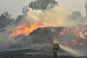 Požiar vo výrobnej hale a na skládke odpadu v katastri obce Zohor.