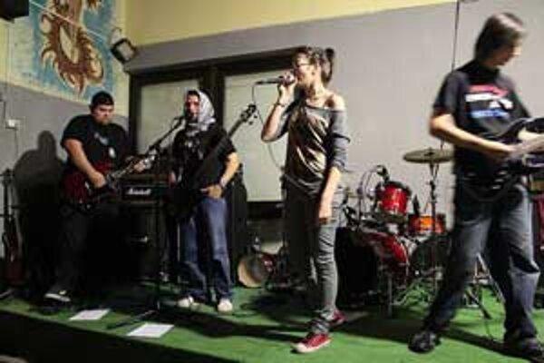 Kapela Shed v týchto dňoch vydala svoje prvé EP-čko pod názvom Tieň.